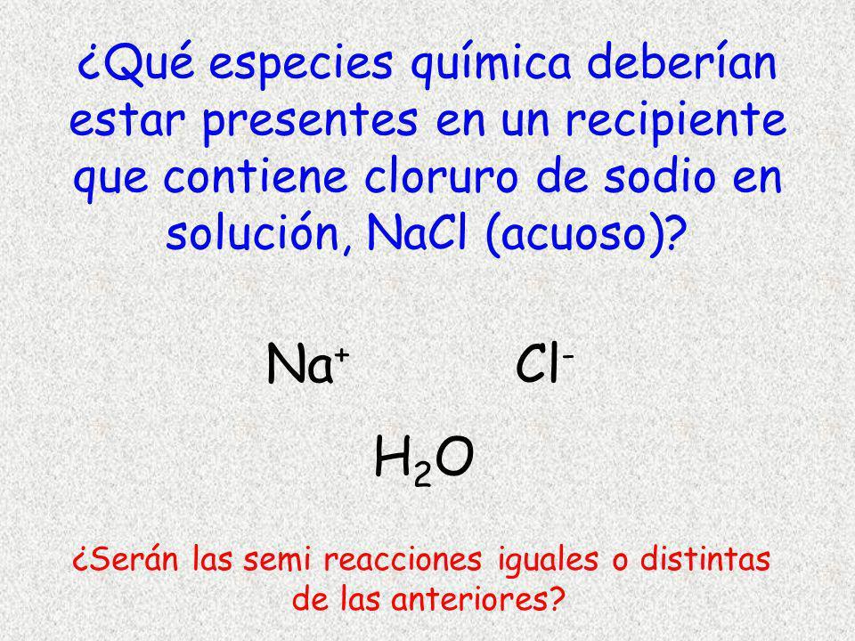 Batería +- Fuente de poder (f.e.m.) e-e- e-e- NaCl (aq) (-)(+) Cátodo Semi celda diferente NaCl acuoso ánodo 2Cl - Cl 2 + 2e - Na + Cl - H2OH2O ¿Qué se reduciría en el cátodo