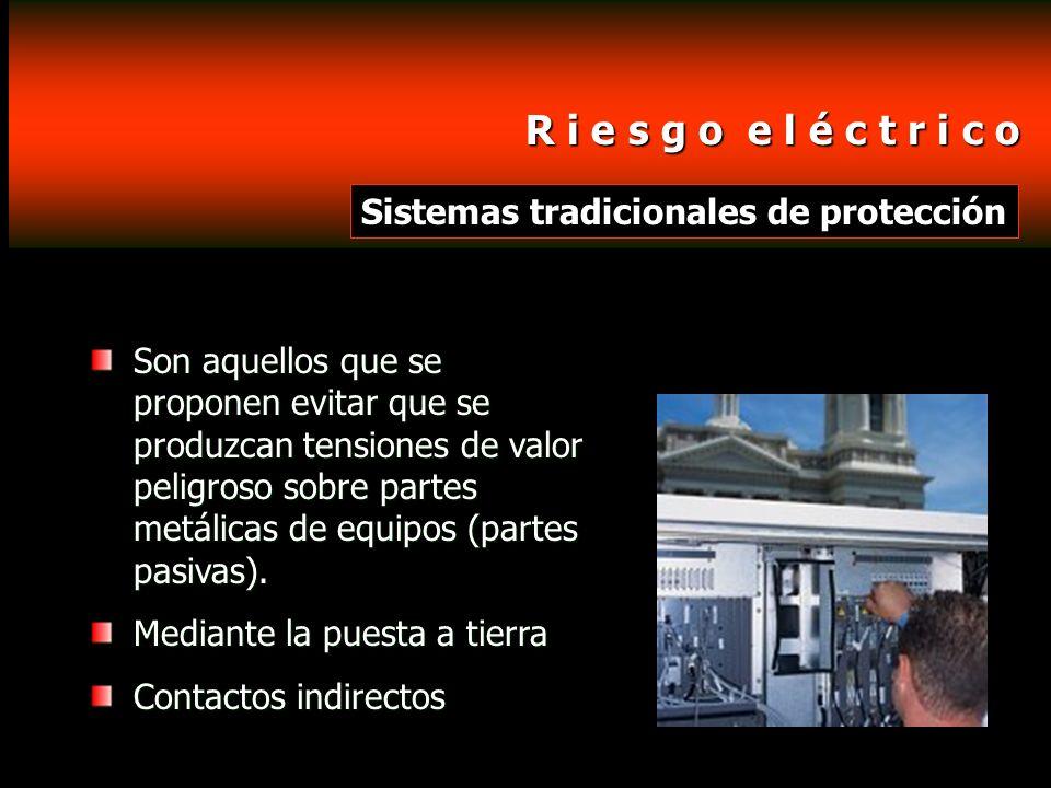 R i e s g o e l é c t r i c o R i e s g o e l é c t r i c o Tipos de contactos eléctricos Directo: Cuando la persona entra en contacto con la parte activa de la instalación.
