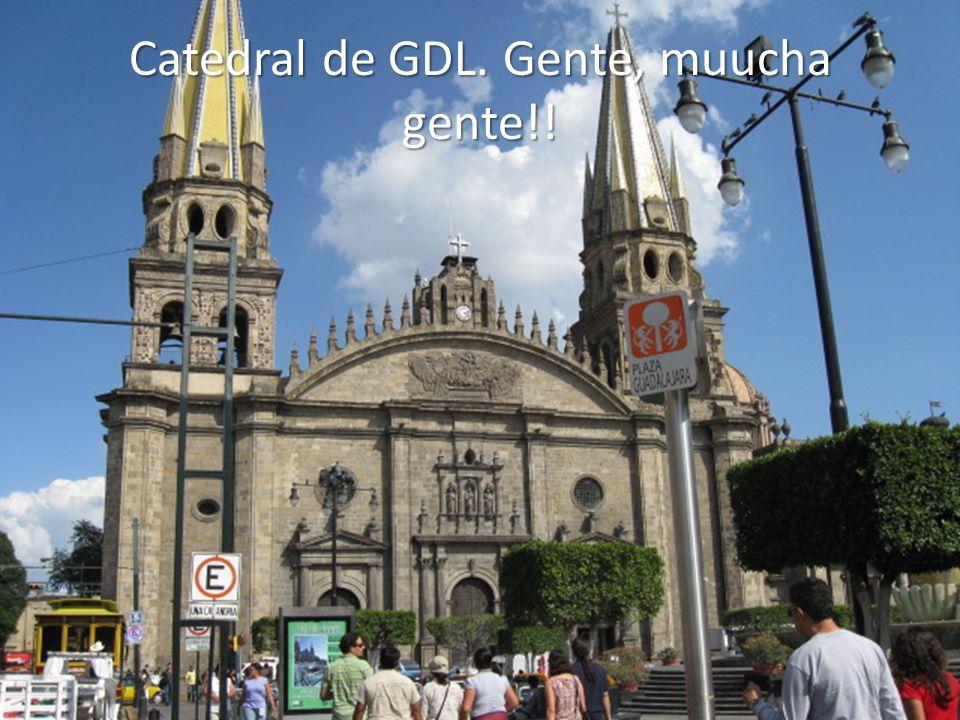 Catedral de GDL. Gente, muucha gente!!