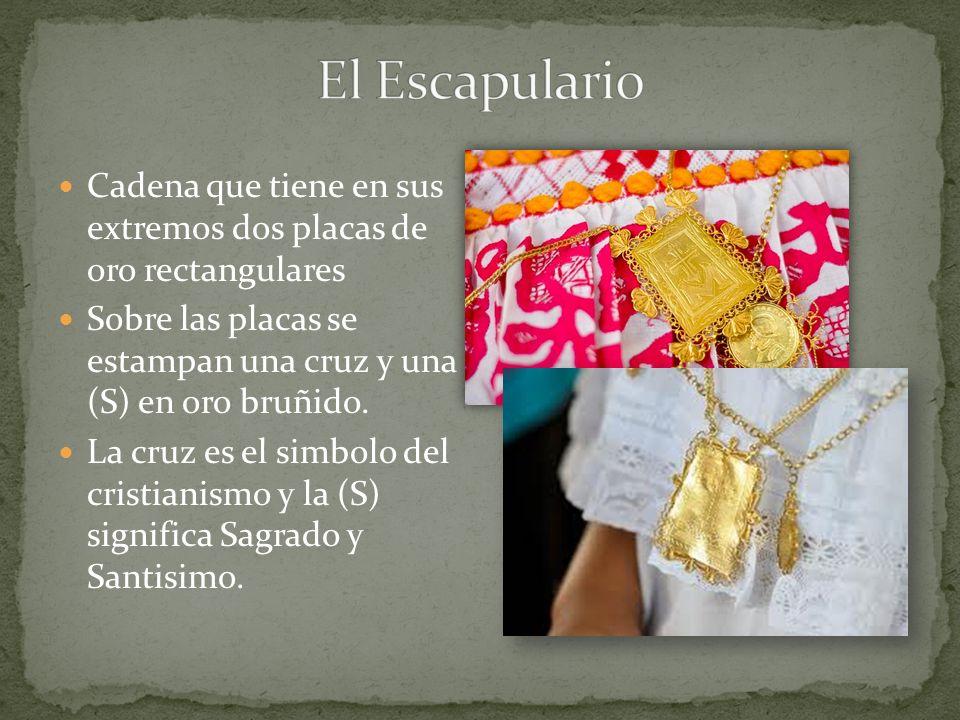 Cadena que tiene en sus extremos dos placas de oro rectangulares Sobre las placas se estampan una cruz y una (S) en oro bruñido. La cruz es el simbolo