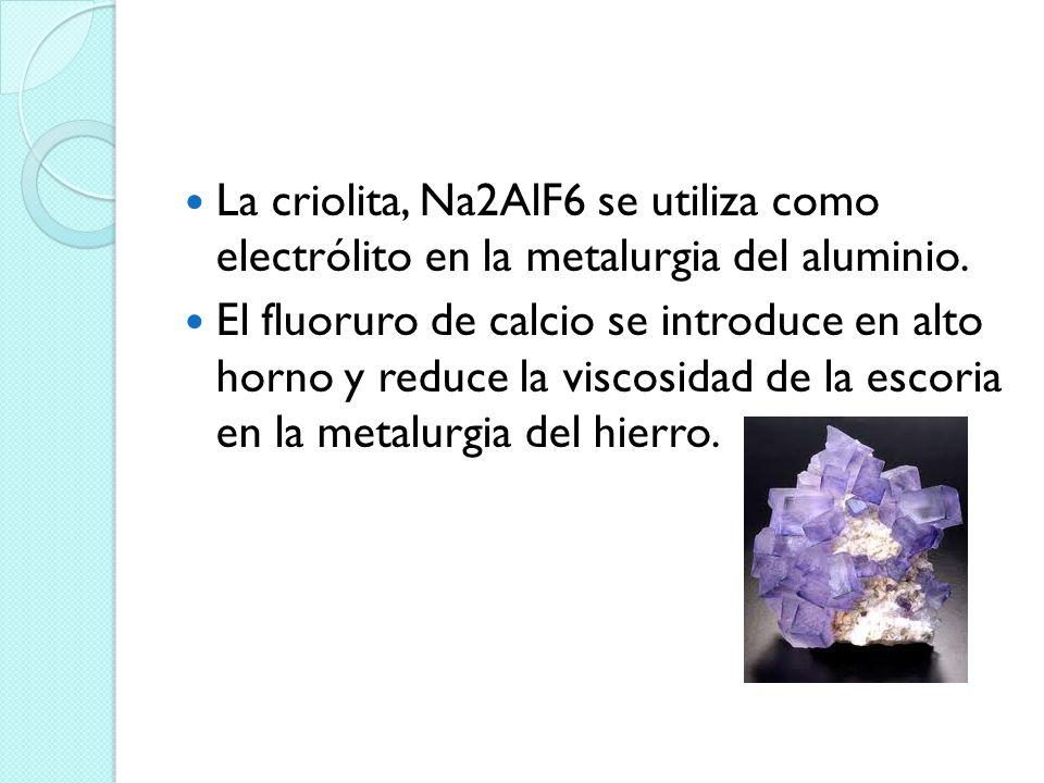 La criolita, Na2AlF6 se utiliza como electrólito en la metalurgia del aluminio. El fluoruro de calcio se introduce en alto horno y reduce la viscosida