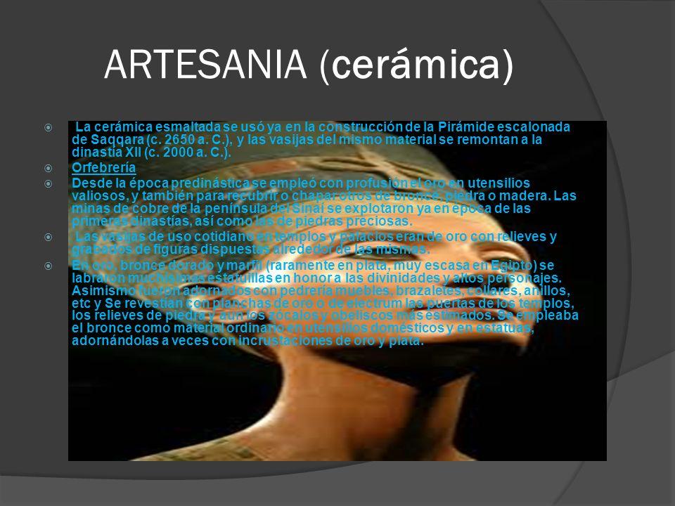 ARTESANIA (cerámica) La cerámica esmaltada se usó ya en la construcción de la Pirámide escalonada de Saqqara (c. 2650 a. C.), y las vasijas del mismo