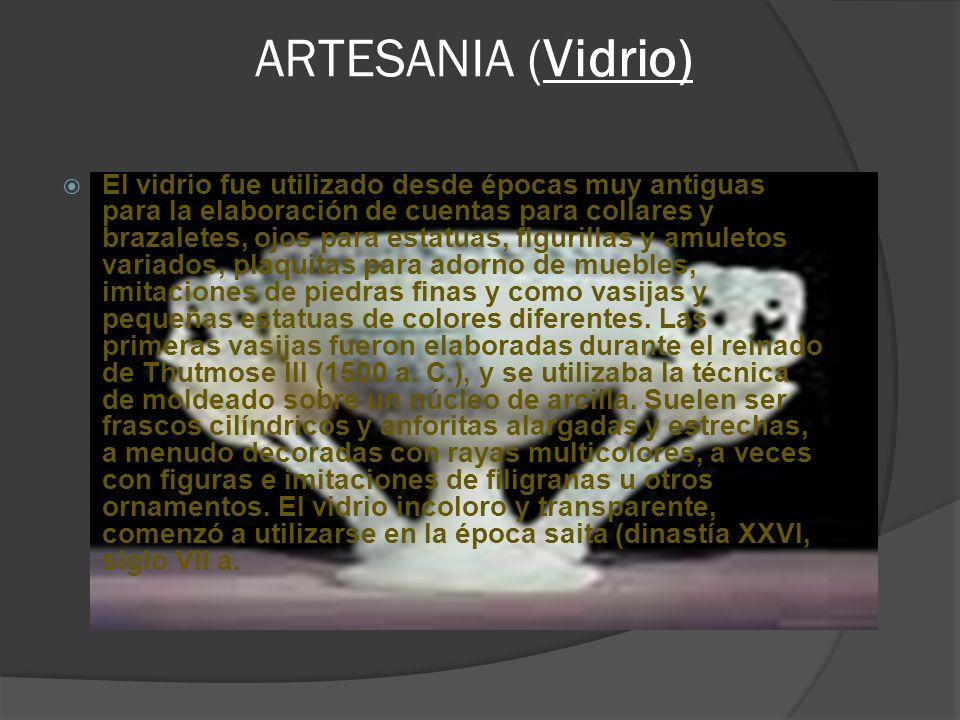 ARTESANIA (Vidrio) El vidrio fue utilizado desde épocas muy antiguas para la elaboración de cuentas para collares y brazaletes, ojos para estatuas, fi