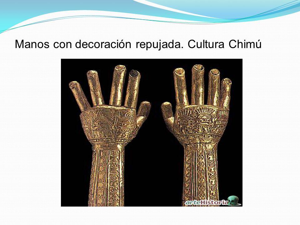 Manos con decoración repujada. Cultura Chimú