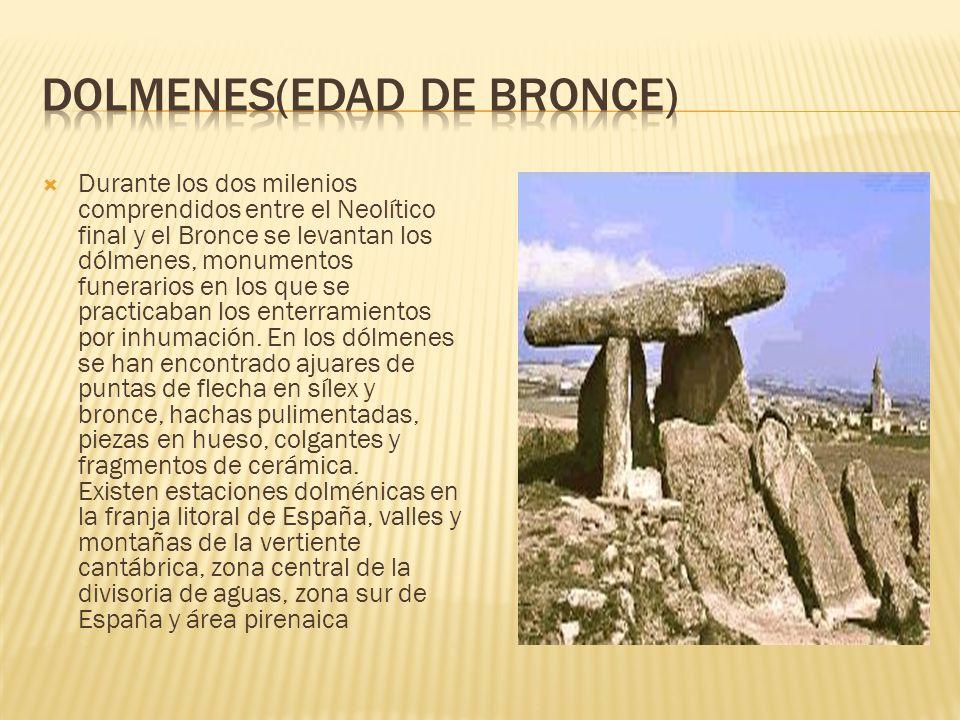 Durante los dos milenios comprendidos entre el Neolítico final y el Bronce se levantan los dólmenes, monumentos funerarios en los que se practicaban l