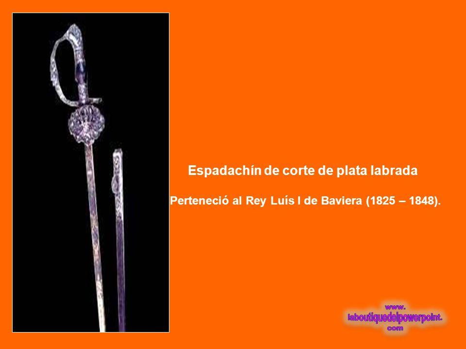 A R M A S Damasquinada de oro Perteneciente a Francisco Pizarro. Lleva grabada en oro sus iniciales: F. P.