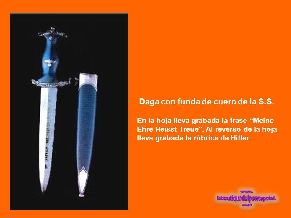 Espada que perteneció al Marqués de Lafayette Lleva inscripto Honeur au G. Lafayette. En la funda tiene la inscripción Les soldats citizens de la 1era