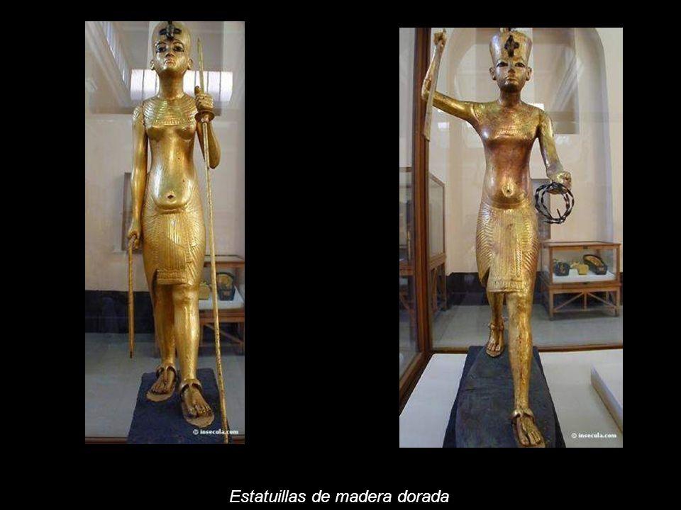 El compartimento cerrado bajo 32 estatuillas, donde 7 representa el faraón. La serie, que es un panteón de dioses egipcios, evoca el ciclo de mitos y