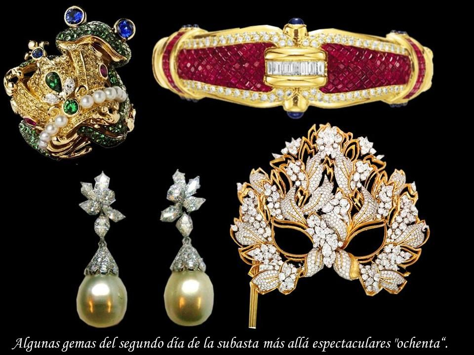 Da - Ma Oval, 8,24 quilates de rubíes rodeada por ocho diamantes en el marco de oro de 18 quilates.