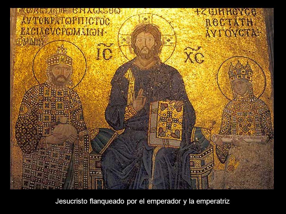 Jesucristo flanqueado por el emperador y la emperatriz