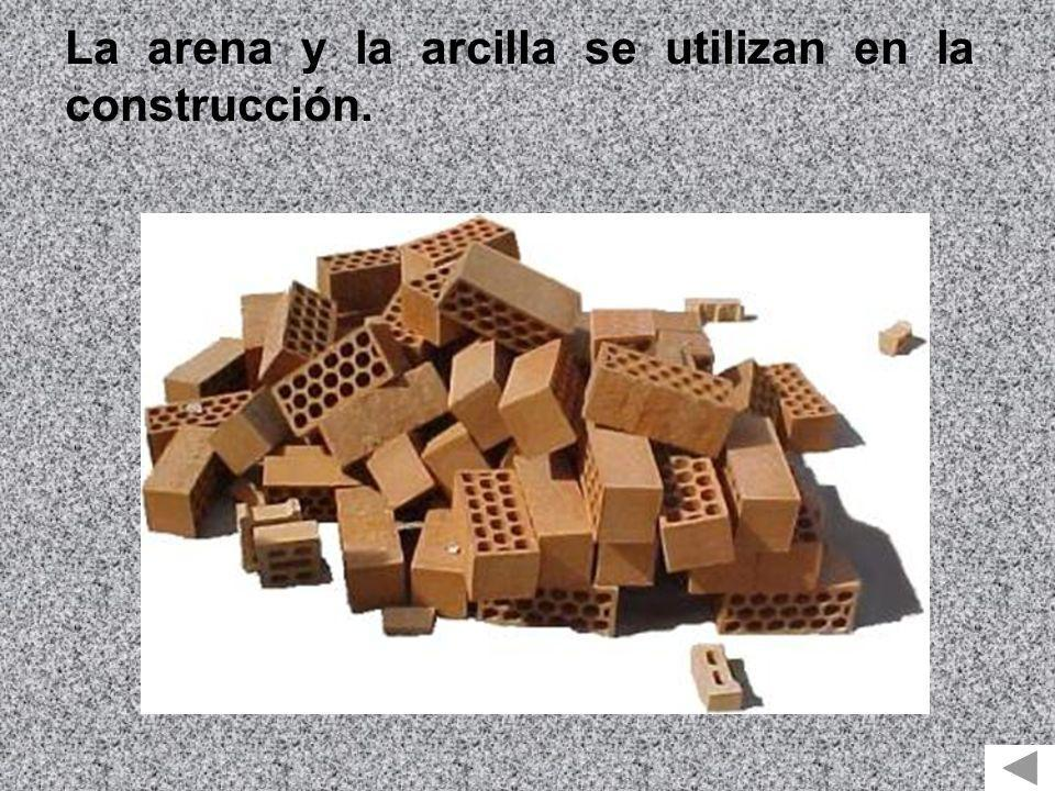 La arena y la arcilla se utilizan en la construcción.