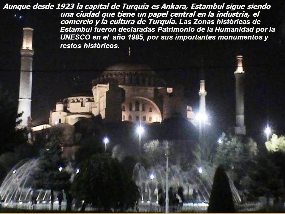 En turco: İstanbul, fue denominada Bizancio hasta 330, y Constantinopla hasta 1453, nombre con el que se la llamó generalmente en Occidente hasta 1930.