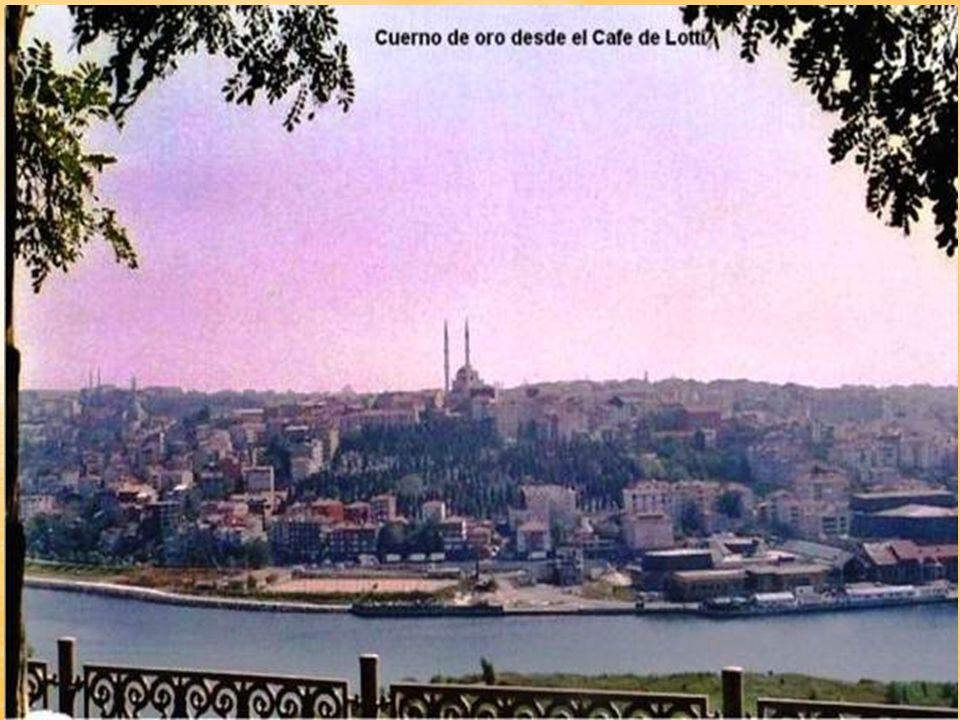 El Haliç o Cuerno de Oro es un santuario en forma de cuerno que divide el Estambul europeo.