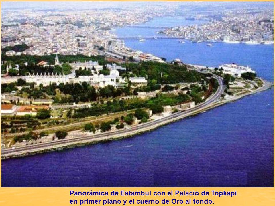Estambul es la única cuidad del mundo que está situada entre dos continentes, Asía y Europa, separados por el Bósforo, un estrecho que divide en dos partes la ciudad, conectando el Mar de Mármara con el Mar Negro.