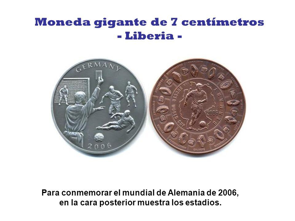 Esta moneda fue creada para celebrar los Olímpicos de Beijing 2008, muestra dos personas jugando tenis sobre la gran muralla china.