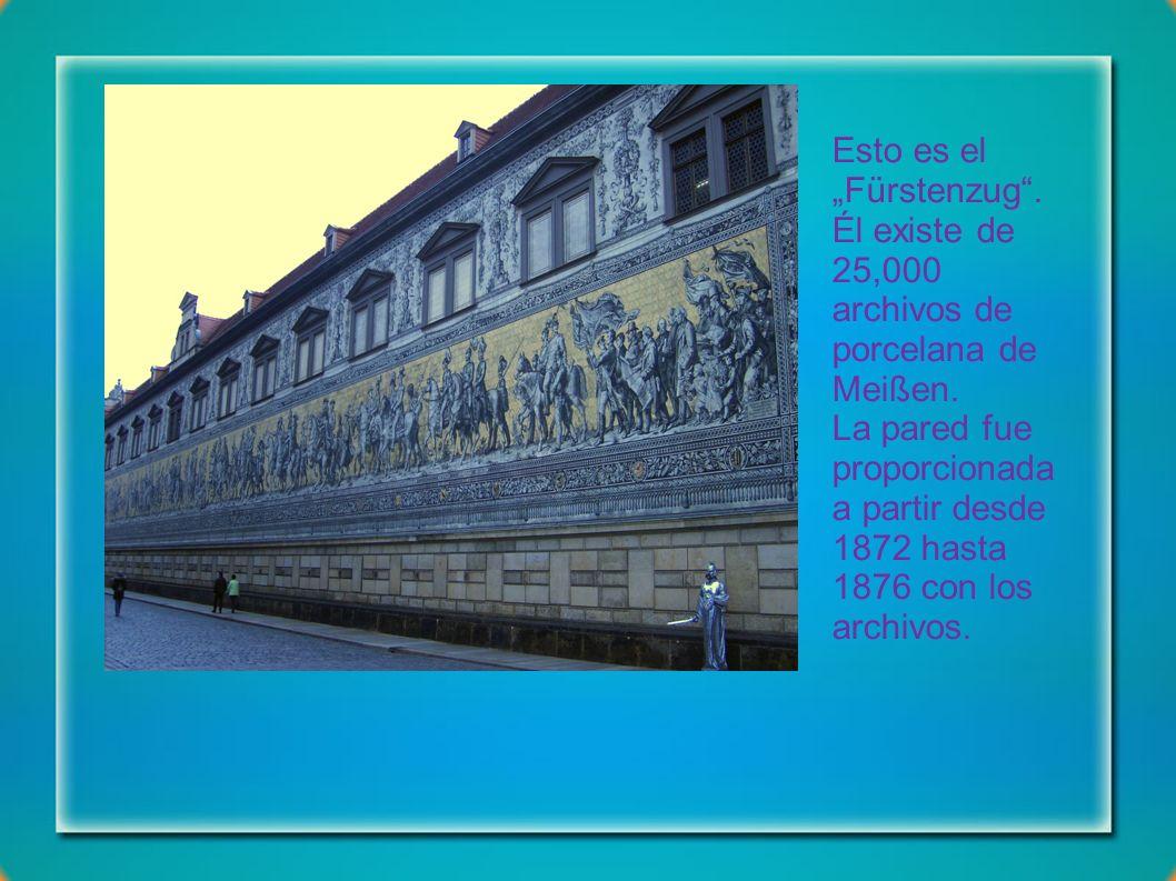 Esto es un monumento por Rey Johann de Sajonia. Era construida en 1889. El proyectista era Johannes Schilling.