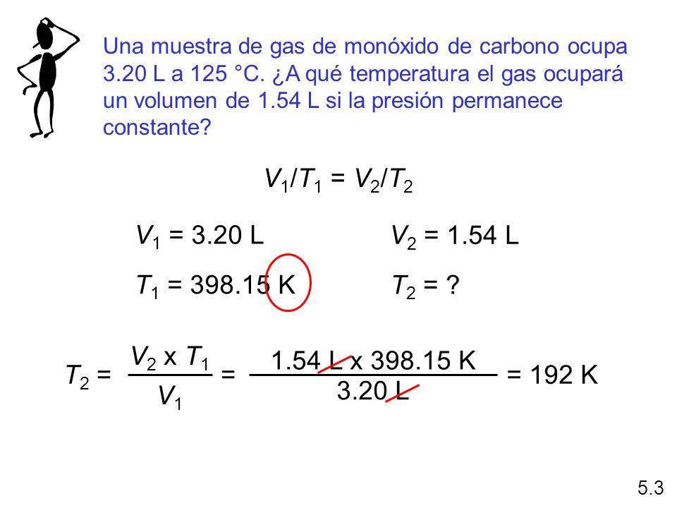 Una muestra de gas de monóxido de carbono ocupa 3.20 L a 125 °C. ¿A qué temperatura el gas ocupará un volumen de 1.54 L si la presión permanece consta