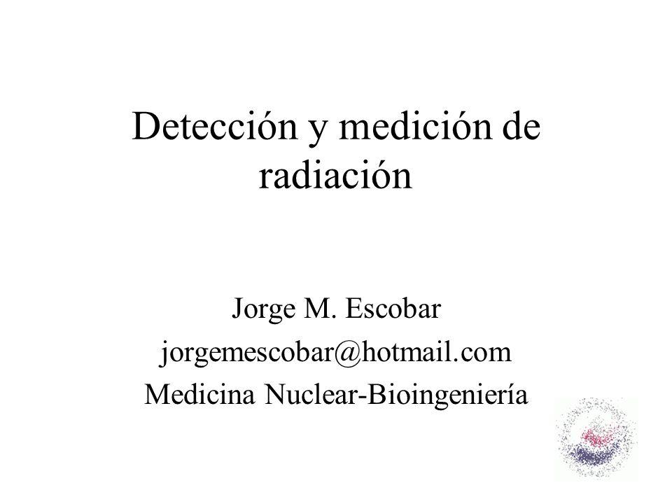 12 Detectores gaseosos Geiger Müller –En esta región las descargas se esparcen por todo el volumen del detector y los pulsos generados se hacen independientes de la ionización primaria o de las partículas –Los detectores de gas no pueden operar a una tensión mayor a la del Geiger ya que producen una continua descarga –Debido a su gran amplificación son usados para niveles muy bajos de irradiación –Exhiben una fuerte dependencia energética para fotones de baja energía por lo que no son adecuados para el uso de radiaciones pulsadas