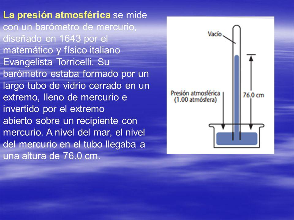 La presión atmosférica se mide con un barómetro de mercurio, diseñado en 1643 por el matemático y físico italiano Evangelista Torricelli. Su barómetro