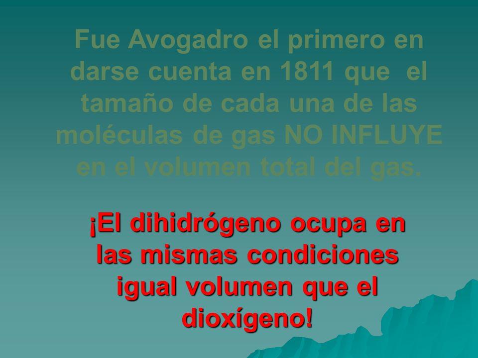 Fue Avogadro el primero en darse cuenta en 1811 que el tamaño de cada una de las moléculas de gas NO INFLUYE en el volumen total del gas. ¡El dihidróg