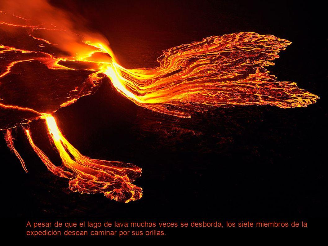 La meta de la expedición es alcanzar el borde del lago de lava.