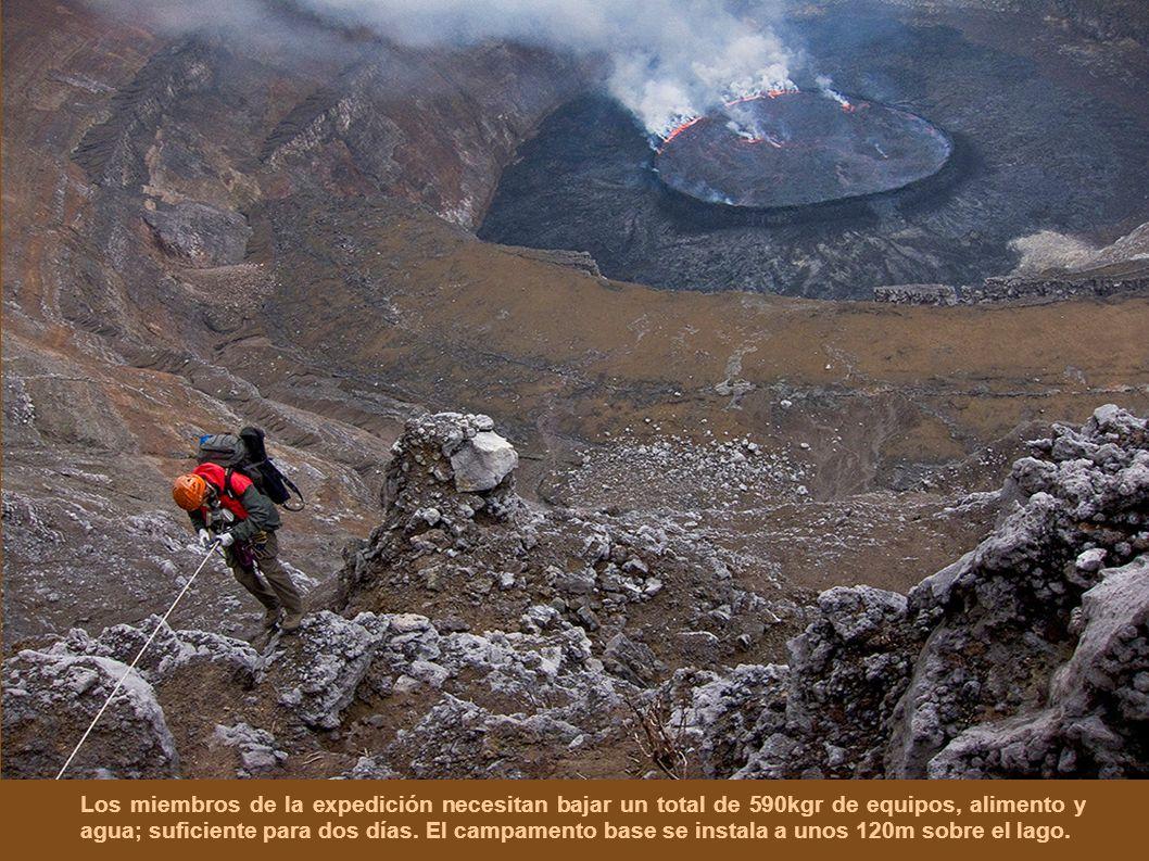 Los miembros de la expedición necesitan bajar un total de 590kgr de equipos, alimento y agua; suficiente para dos días.