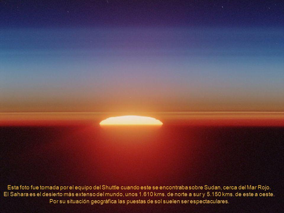 La aurora es el brillo causado en la ionosfera de la Tierra por la interacción de su campo magnético con partículas cargadas procedentes del viento so