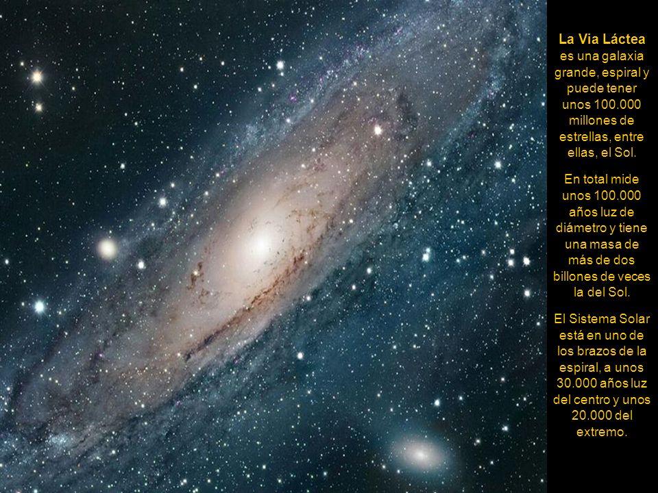 Esta nebulosa es uno de los mayores y mejores ejemplos de nacimiento estelar en una galaxia cercana. Contiene más de 200 brillantes estrellas azules i