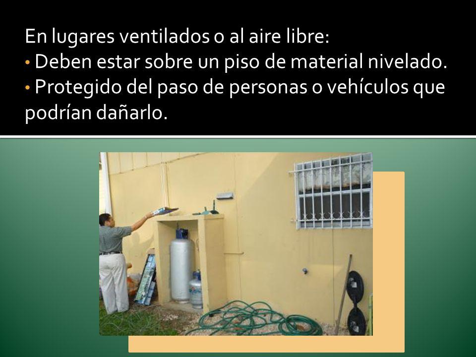 En lugares ventilados o al aire libre: Deben estar sobre un piso de material nivelado. Protegido del paso de personas o vehículos que podrían dañarlo.