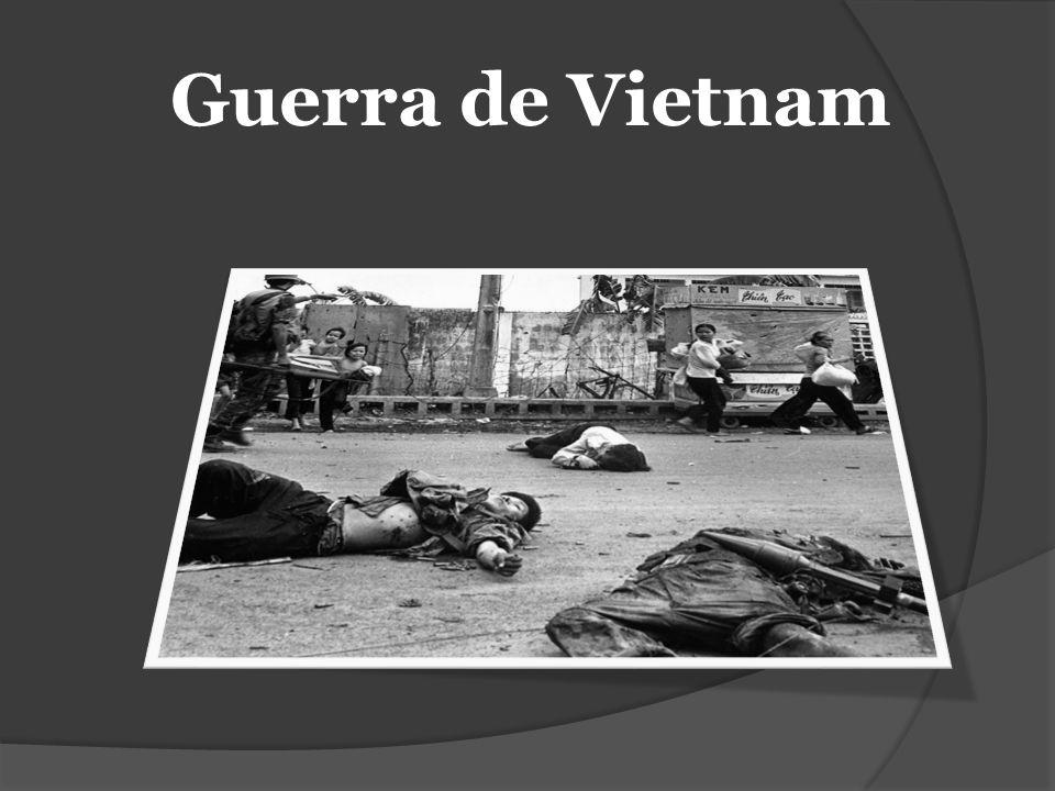Cronología 1930 Ho Chi Minh funda el Partido Comunista de Indochina (PCI) 1941 El PCI organiza el Viet Minh 1945 El Viet Minh toma el poder y anuncia la independencia de Vietnam 1946 Francia, el poder colonial, ataca al Viet Minh 1950 La República Democrática de Vietnam reconocida por China y la URSS 1954 Vietnam es dividido en dos, Norte y Sur, en el llamado Paralelo 17 1956 El presidente de Vietnam del Sur empieza una campaña contra disidentes 1957 Empieza un levantamiento comunista en Vietnam del Sur 1959 Hombres y armas de Vietnam del Norte empiezan a ser infiltrados en el Sur 1960 Crece la ayuda de Estados Unidos al gobierno del Sur 1962 Asesores militares estadounidenses en Vietnam del Sur llegan a 12 mil 1963 Es derrocado el presidente del Sur, con el apoyo encubierto de Estados Unidos 1964 EE.UU.