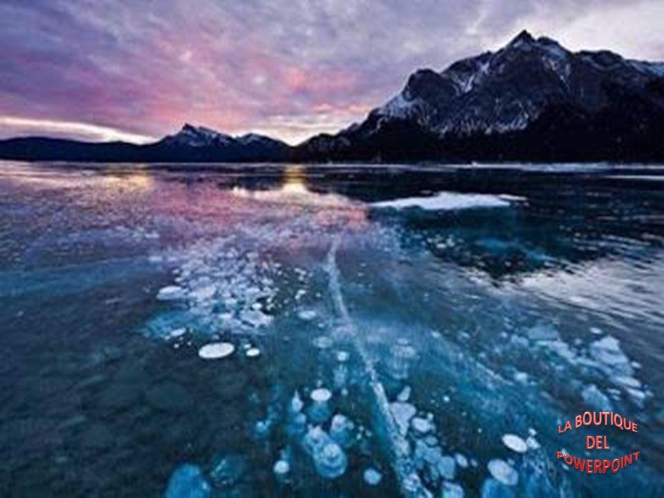 No hay que preguntarse los motivos por los que el Lago Abraham se ha vuelto tan famoso entre los turistas y especialmente entre los fotógrafos. Las bu