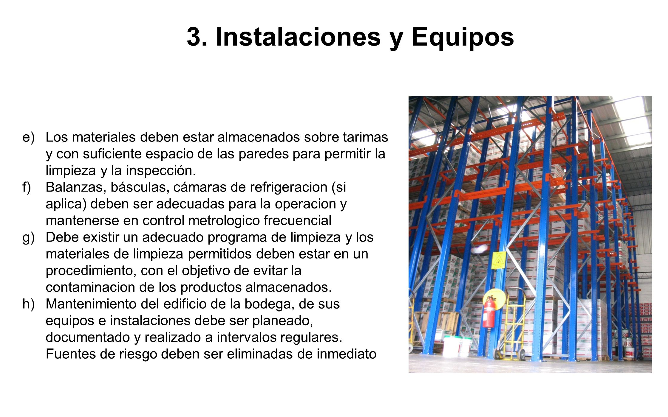 3. Instalaciones y Equipos e)Los materiales deben estar almacenados sobre tarimas y con suficiente espacio de las paredes para permitir la limpieza y