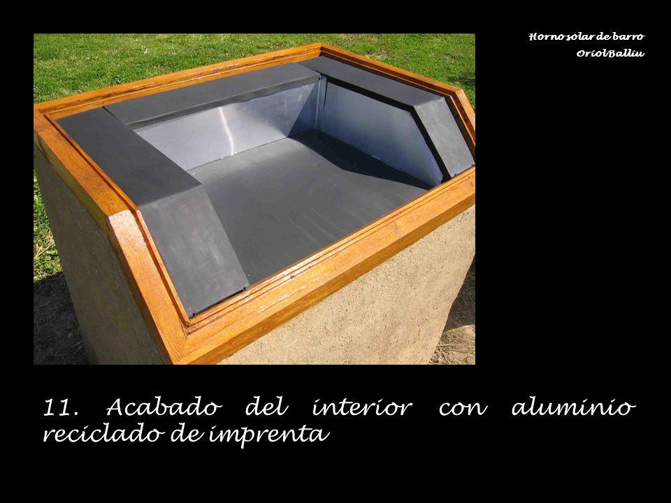 11. Acabado del interior con aluminio reciclado de imprenta Horno solar de barro Oriol Balliu