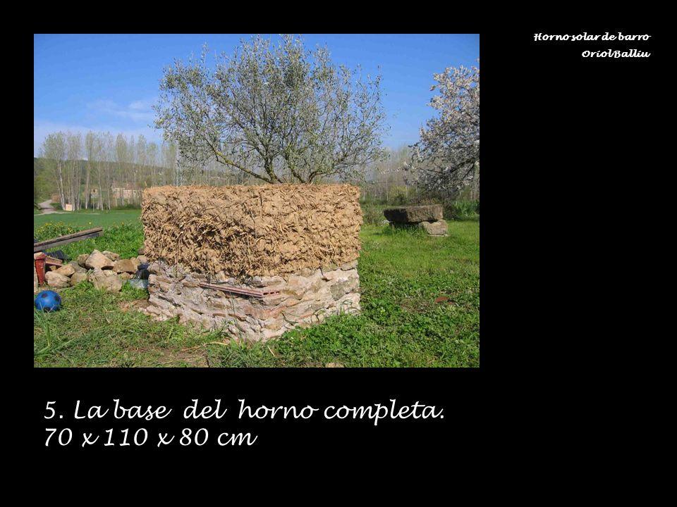 5. La base del horno completa. 70 x 110 x 80 cm Horno solar de barro Oriol Balliu