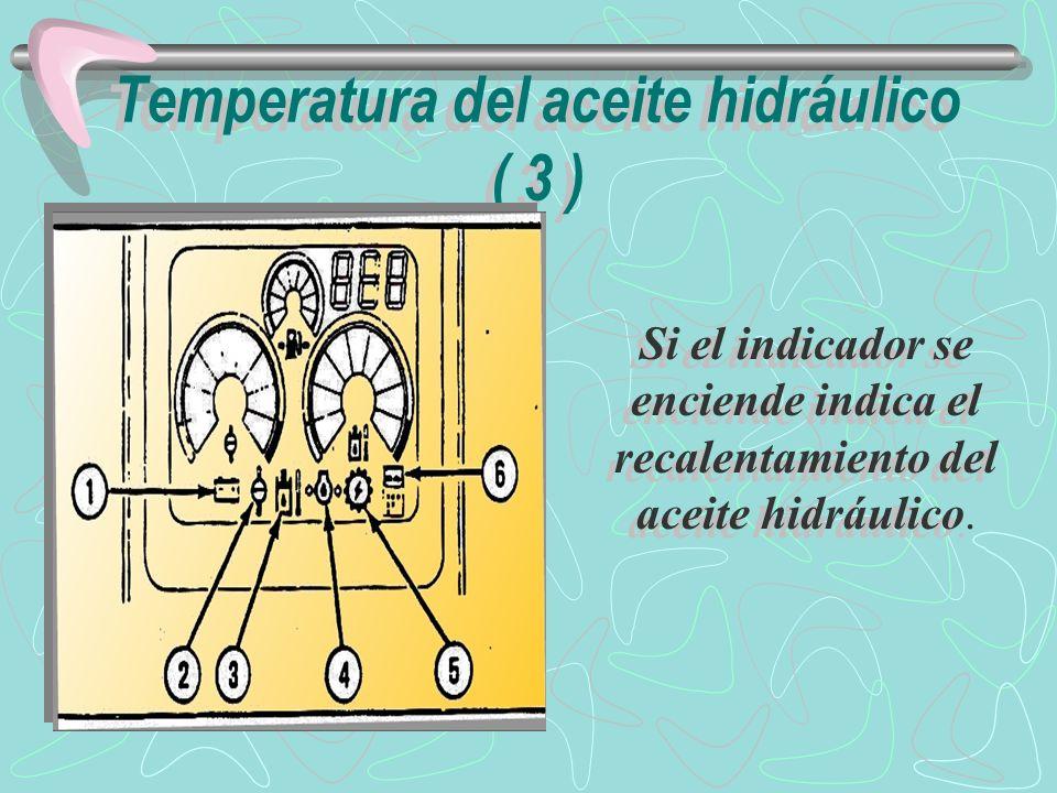 Reduzca la velocidad de operación de la máquina y deje operar el motor a baja en vacío hasta que la temperatura del aceite hidráulico baje a nivel correcto.