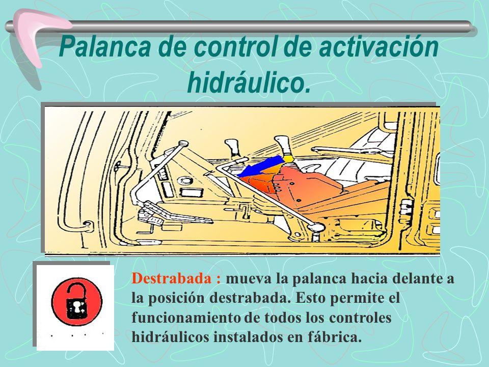 Controles de la pluma, del brazo, de la rotación y del implemento Se puede variar el patrón de las palancas del implemento cambiando la disposición de conexión de las mangueras.