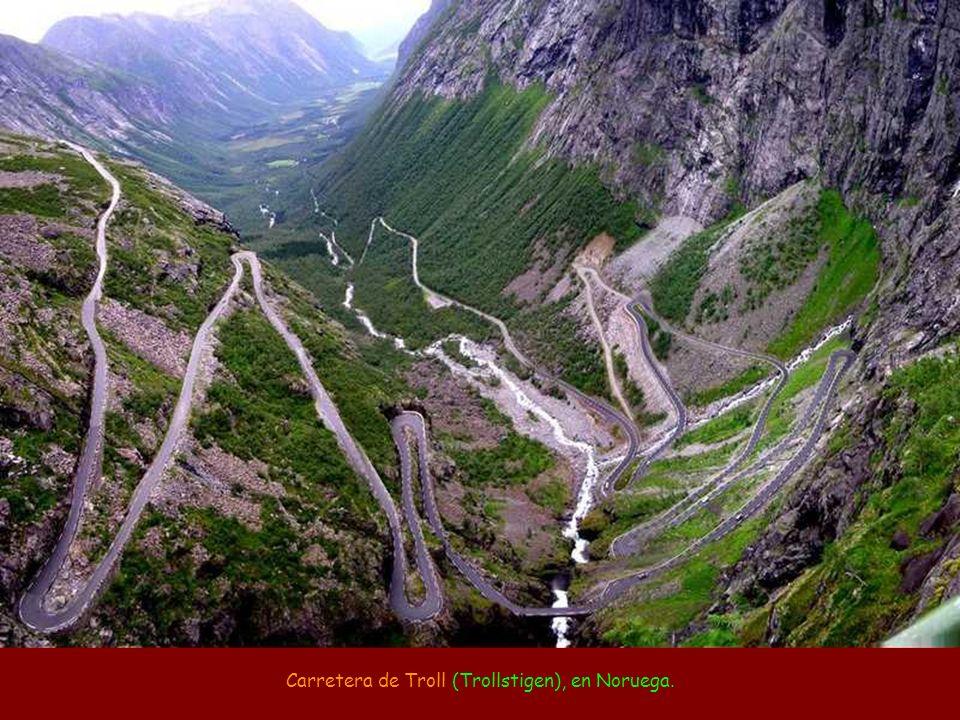 Carretera de la Muerte (camino a los Yungas), de La Paz a Coroico, en Bolívia (media de 96 muertes por año).