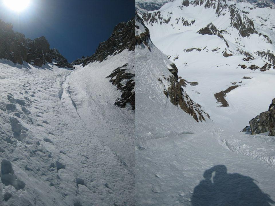 después del rápel destrepamos la canal marcha atrás, la pendiente así lo exige, afortunadamente aquí la nieve está bien.
