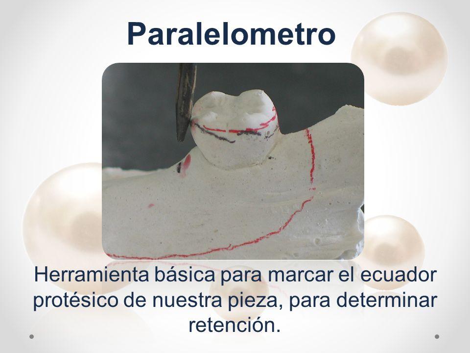 Herramienta básica para marcar el ecuador protésico de nuestra pieza, para determinar retención. Paralelometro