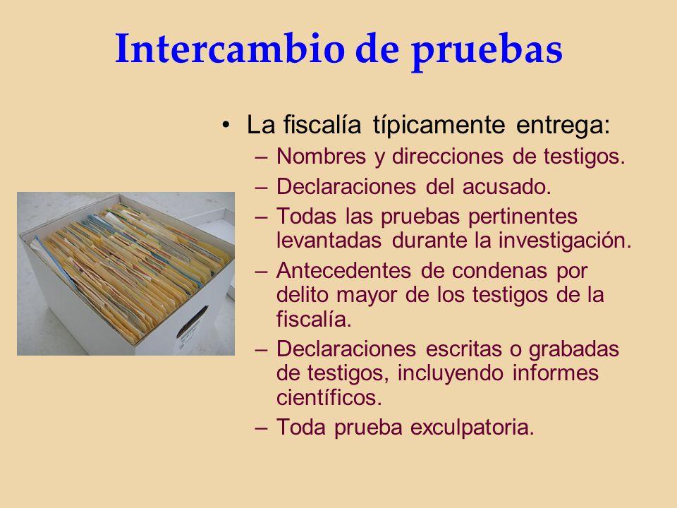 Intercambio de pruebas La fiscalía típicamente entrega: –Nombres y direcciones de testigos.