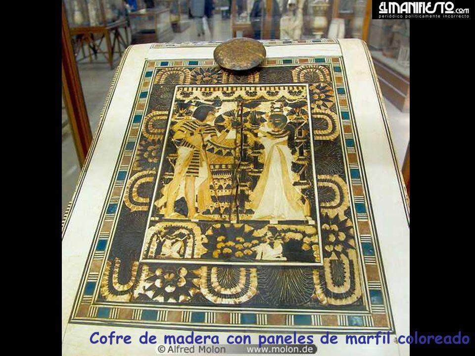 Estatua de Horus, en oro