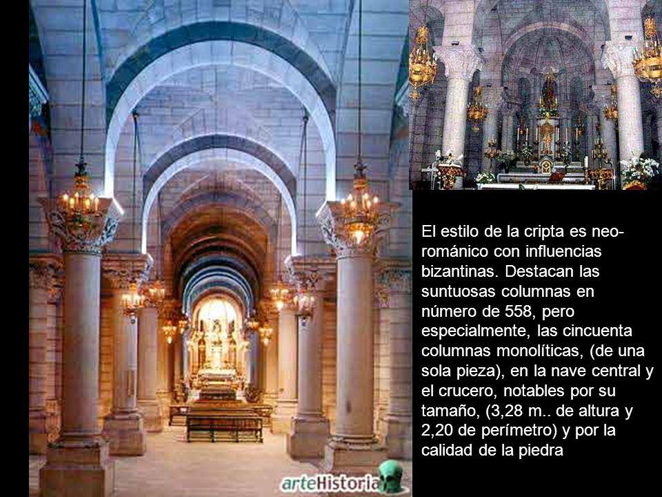 El estilo de la cripta es neo- románico con influencias bizantinas.