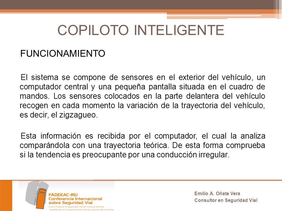 COPILOTO INTELIGENTE FUNCIONAMIENTO El sistema se compone de sensores en el exterior del vehículo, un computador central y una pequeña pantalla situada en el cuadro de mandos.