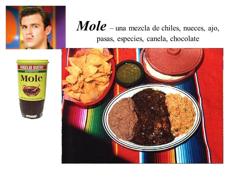 Mole – una mezcla de chiles, nueces, ajo, pasas, especies, canela, chocolate