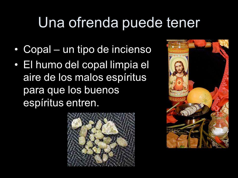 Una ofrenda puede tener Copal – un tipo de incienso El humo del copal limpia el aire de los malos espíritus para que los buenos espíritus entren.