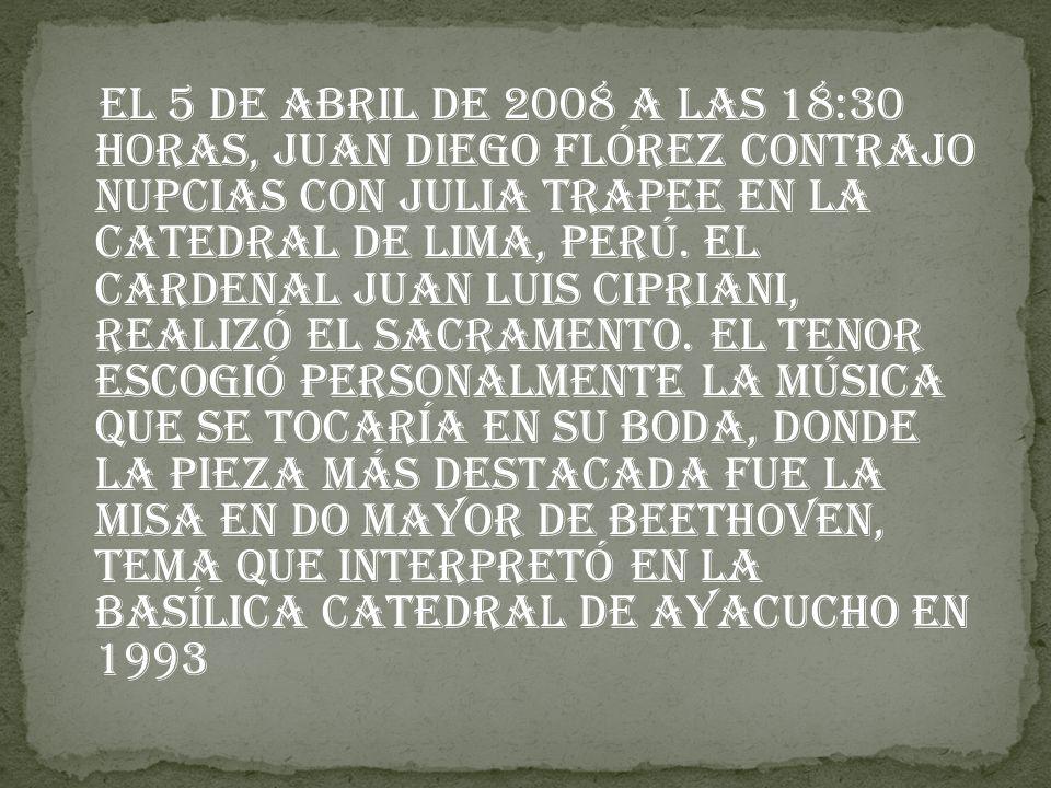 El 5 de abril de 2008 a las 18:30 horas, Juan Diego Flórez contrajo nupcias con Julia Trapee en la Catedral de Lima, Perú.