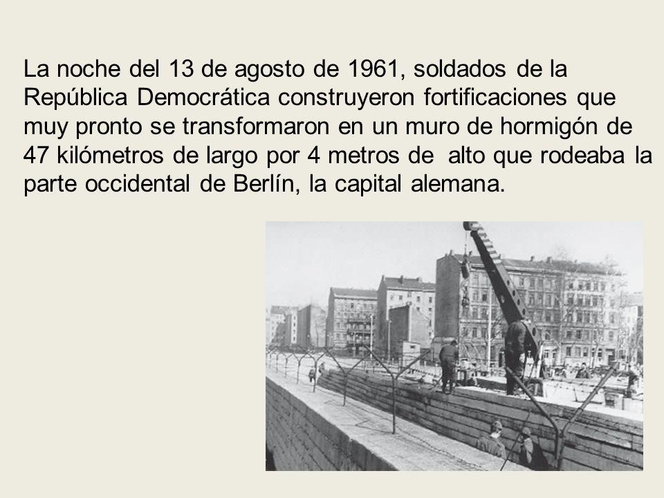 La noche del 13 de agosto de 1961, soldados de la República Democrática construyeron fortificaciones que muy pronto se transformaron en un muro de hor