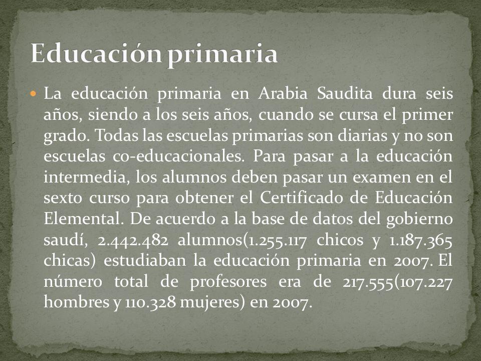 La educación primaria en Arabia Saudita dura seis años, siendo a los seis años, cuando se cursa el primer grado. Todas las escuelas primarias son diar