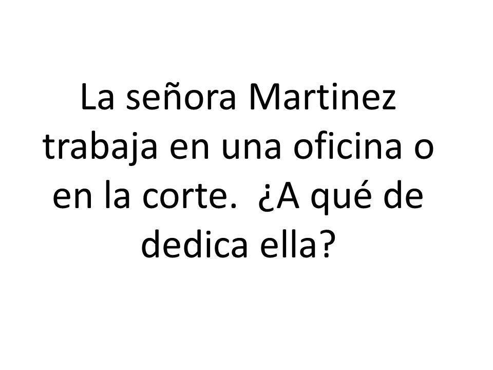 La señora Martinez trabaja en una oficina o en la corte. ¿A qué de dedica ella?