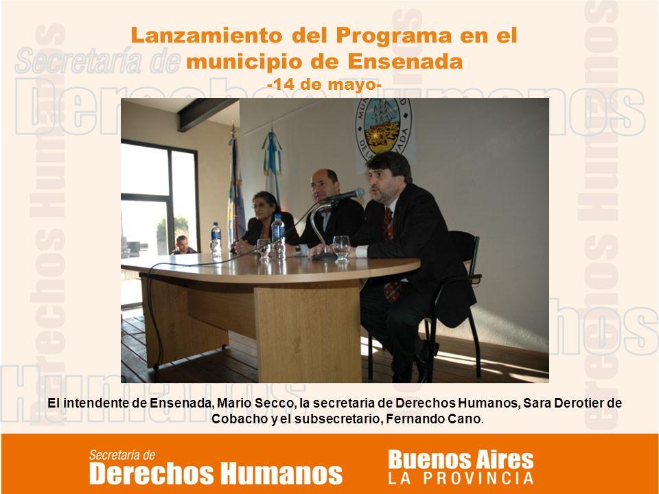 Lanzamiento del Programa en el municipio de Ensenada -14 de mayo- El intendente de Ensenada, Mario Secco, la secretaria de Derechos Humanos, Sara Derotier de Cobacho y el subsecretario, Fernando Cano.